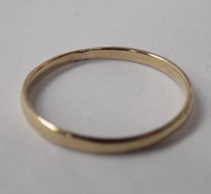 9ct gold plain band, size P 1/2