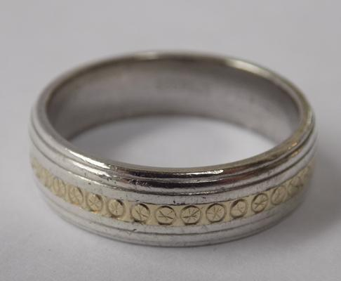 9ct gold & silver ring, size V 1/2, heavy patterned ring - gold band in centre
