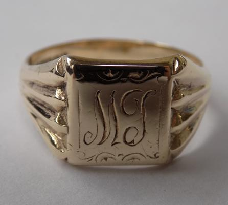 9ct gold gent's signet ring - size V 1/2