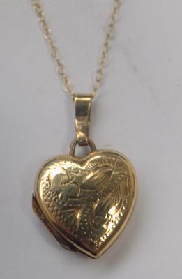 9ct gold chain and heart locket