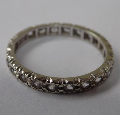 9ct gold full eternity ring set with spinel, size Q