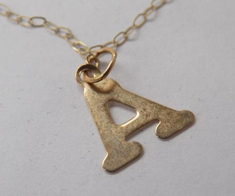 9ct gold chain with 'A' initial gold pendant, 18 inch chain