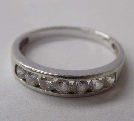 9ct white gold half eternity ring, size N 1/2