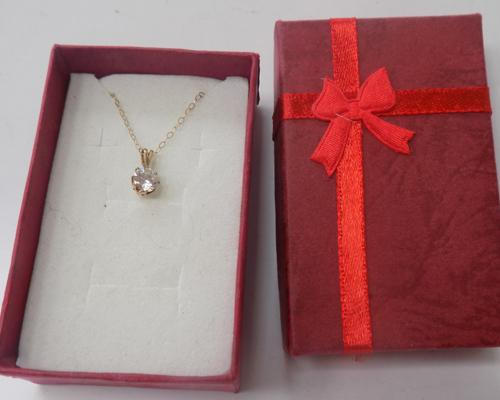 9ct gold & clear stone pendant on 9ct gold chain
