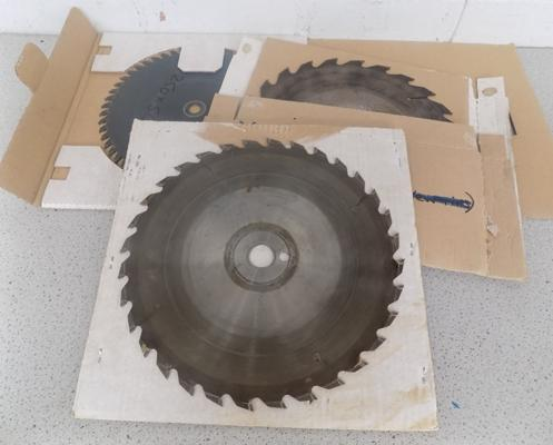 Five carbide tipped saw blades for mitre saw - size 300 x 24mm