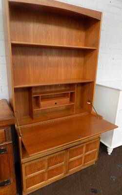 Nathen Classic teak wall unit with key