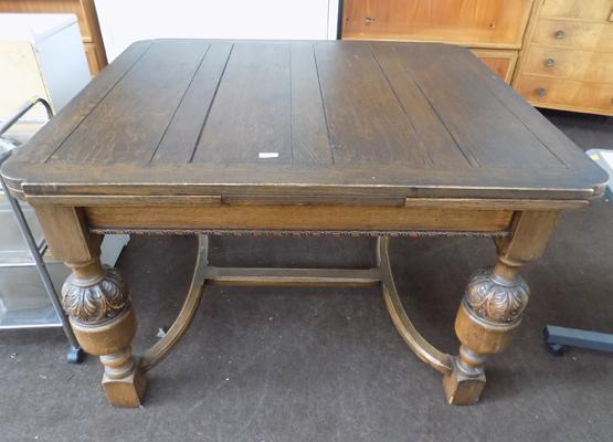 Extendable drop leaf dining table with carved legs