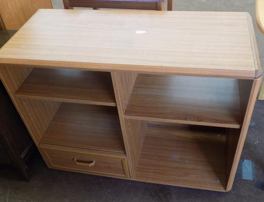 Small storage unit with drawer