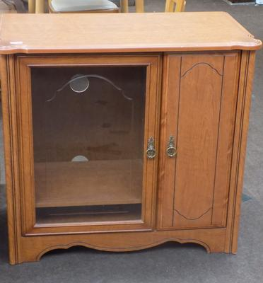 Entertainment unit with lift up lid