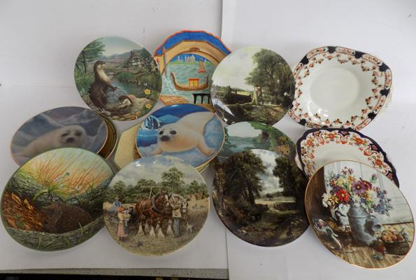 Box of collectors plates inc Doulton, Wedgwood , Collingwood