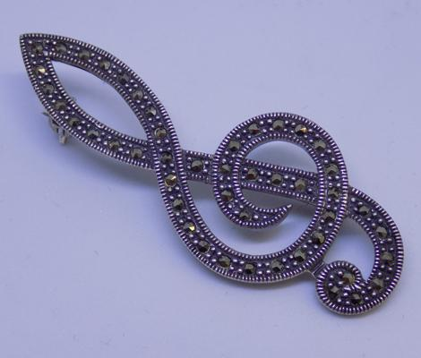 Solid 925 silver 'Treble Clef' brooch with marcasite detail