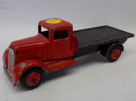 Dinky 1950s - No. 25R - Austin Flat truck, with original tyres & paint