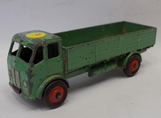 Dinky 1950s first edition Austin Flat Lorry with original tyres