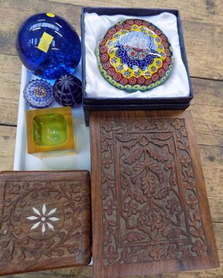 Tray of collectables incl. paperweights