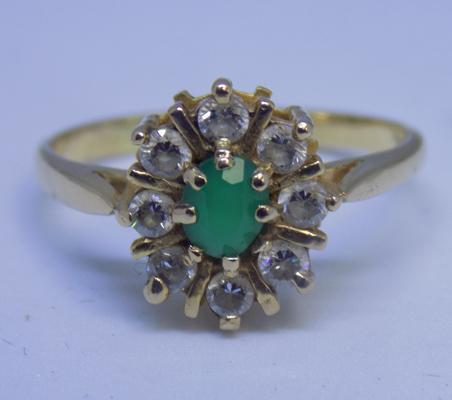 18ct gold emerald cluster ring, size O 1/2