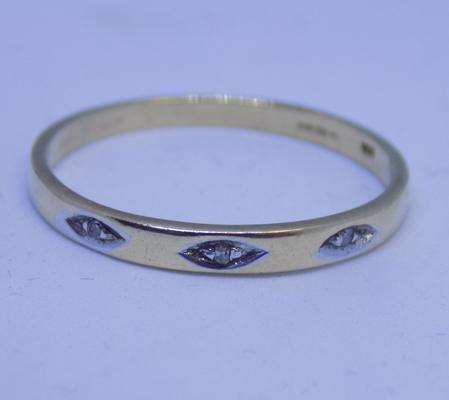 9ct gold diamond trilogy ring, size S 1/2