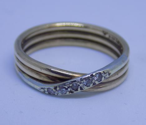 9ct gold & diamond 3 band, crossover ring, size N 1/2