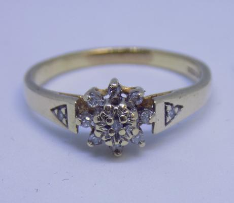 9ct gold diamond cluster ring, size O