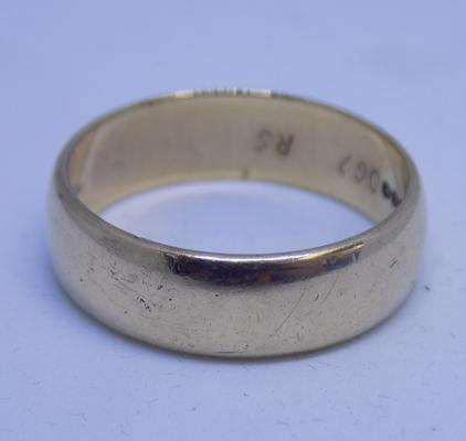 9ct gold large heavy ring, size V