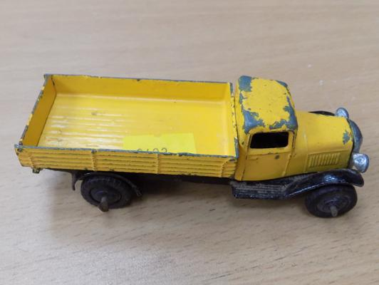 Dinky toys - tipper truck 1940s