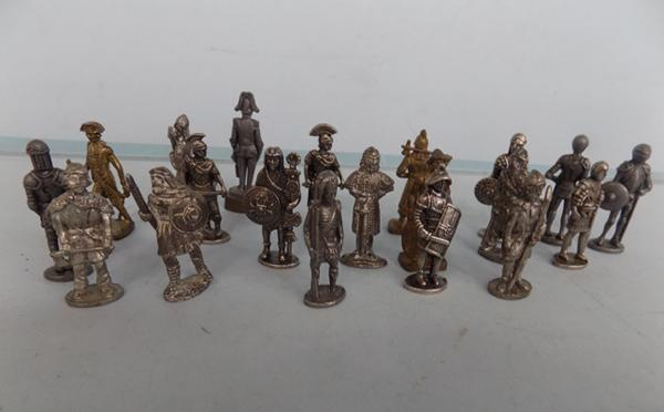 Collection of 20 mixed metal soldiers + war figures