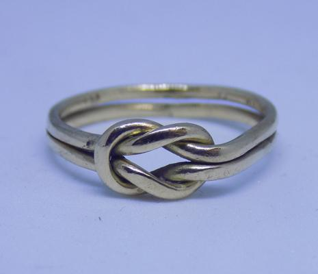9ct gold lover's knot ring, size G