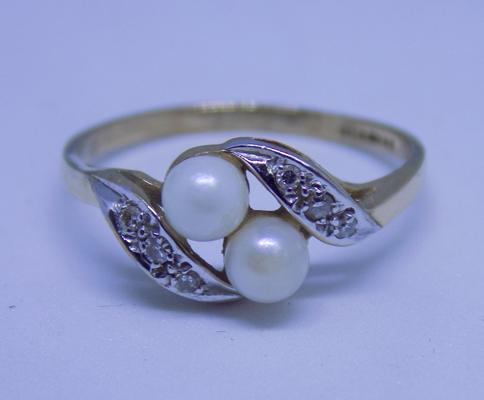 9ct gold diamond & real pearl ring, size M