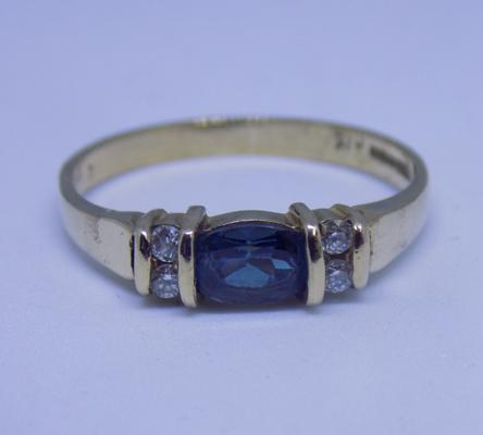 9ct gold London Blue Topaz ring, size O 1/2