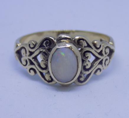 9ct gold opal ring, ornate setting, size N 1/2