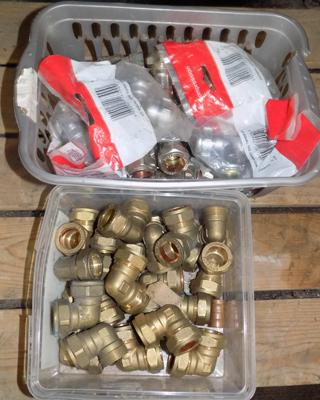 Two tubs of 22mm plumbing fittings