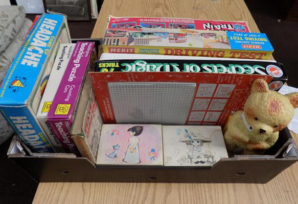Box of vintage toys/games