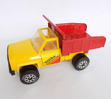 "Tonka truck 1983 good condition - 14"" long approx."