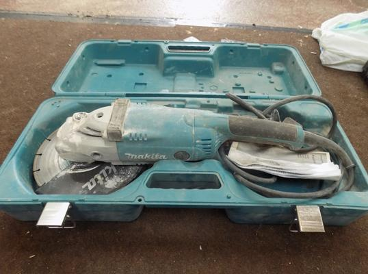 Makita angle grinder with case in W/O