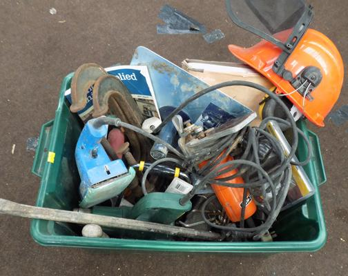 Mixed box of tools incl. power tools + wallpaper steamer