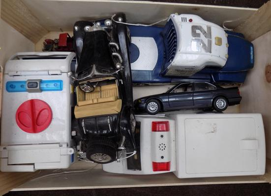 Selection of large diecast & Playmobil cars & vehicles