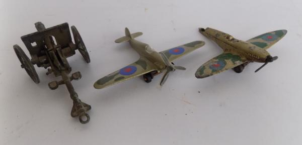 Model Canon & 2x Spitfires