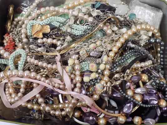 Selection of mixed costume jewellery