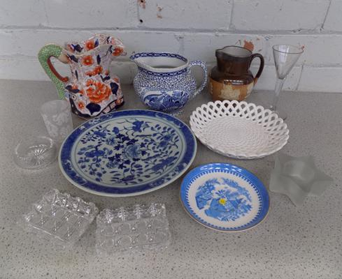 Mixed collection of pottery & glassware