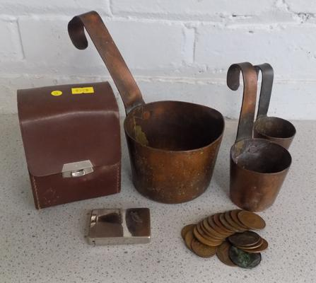 Small selection of mixed collectables, incl. copper measuring jugs