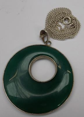 Large 925 silver & green gemstone pendant on 20 inch chain