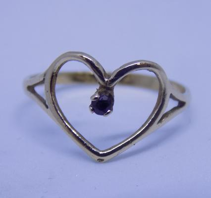 9ct gold heart shaped ring with sapphire, size M