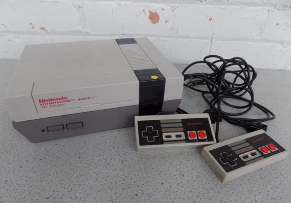 Nintendo entertainment system & 2 controllers