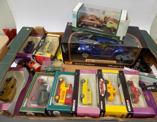 Box of boxed Corgi Diecast cars, vans and large scale car (boxed)