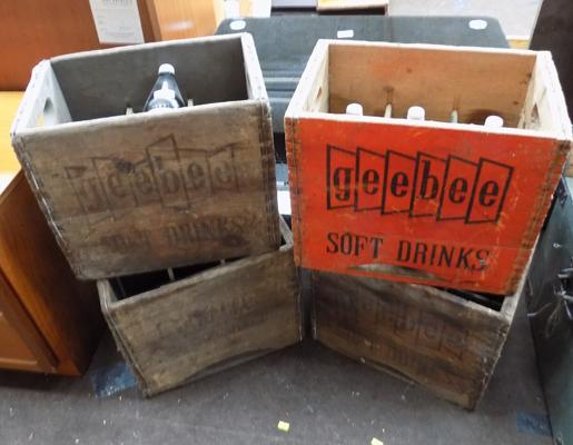 4x Vintage wooden crates with 6 bottles of Geebee shandy