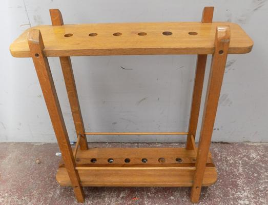 Wood snooker cue stand