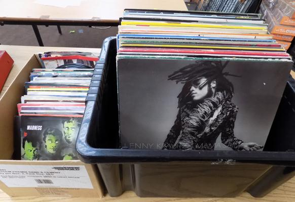 Box of LP records - mainly 1980s & 90s + box of 7 inch singles