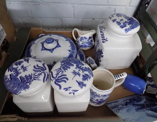 Box of mixed blue & white pottery