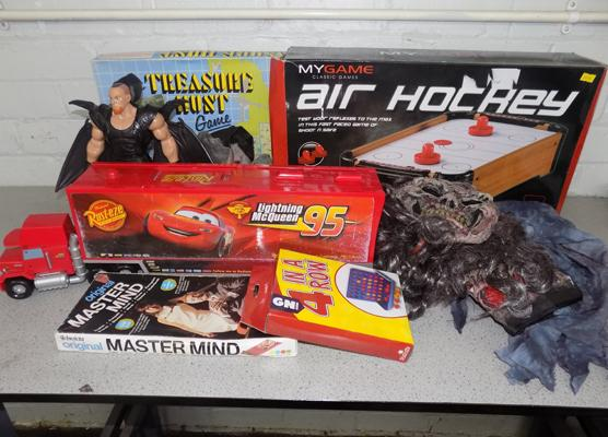Mixed box of toys & games