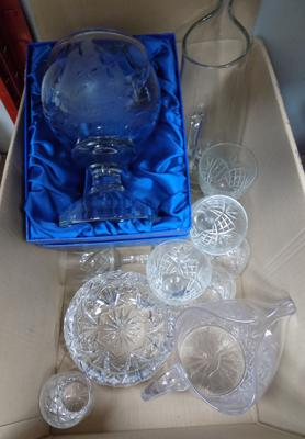 Box of mixed glassware, incl. cut glass