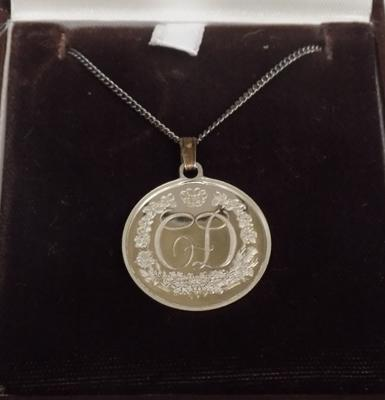 Sterling silver franklin mint Charles & Diana St Paul's Cathedral pendant on chain